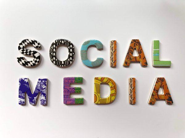 Social Media Expert-slide-1