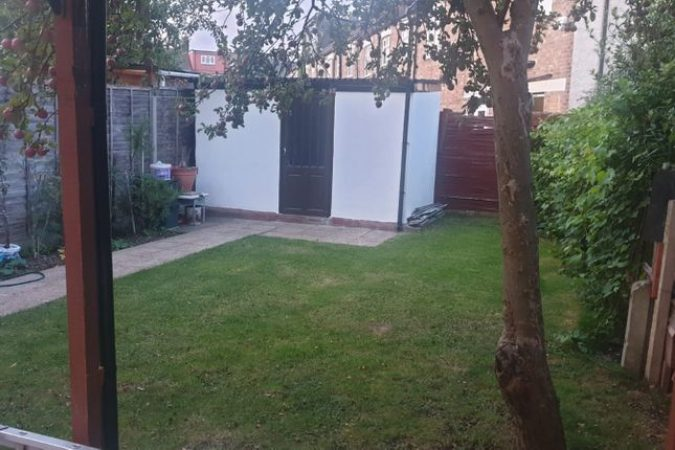 3 bed terraced house to rent-slide-2