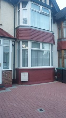 3 bed terraced house to rent-slide-1