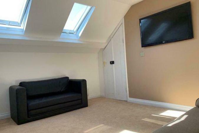 Room to rent-slide-3