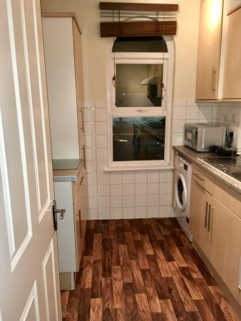 Large Double Room in a Clean Flat close to Chiswick Business Park-slide-4