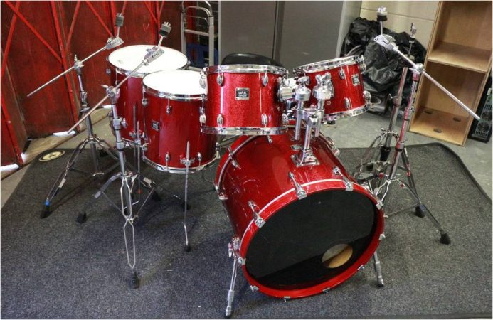 Yamaha Oak Custom Drum Kit – Red Sparkle-slide-1