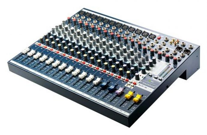 Soundcraft EFX12 Mixing Desk-slide-1