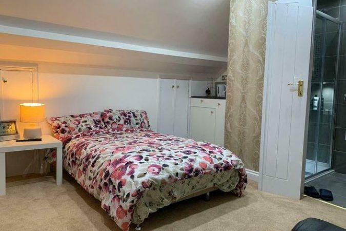 Room to rent-slide-1
