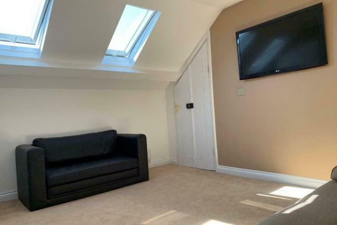 2 bed terraced house to rent-slide-1