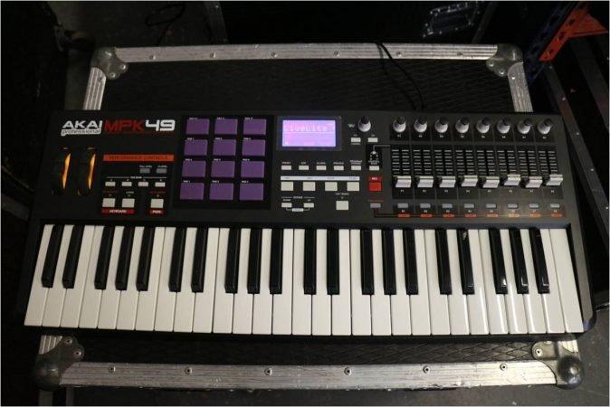 AKAI MPK49 USB/MIDI Controller Keyboard-slide-1