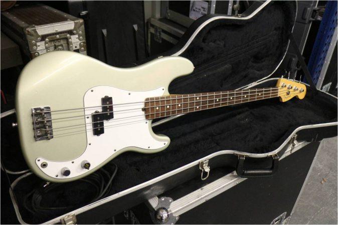 Fender USA Precision Bass 4 String-slide-1