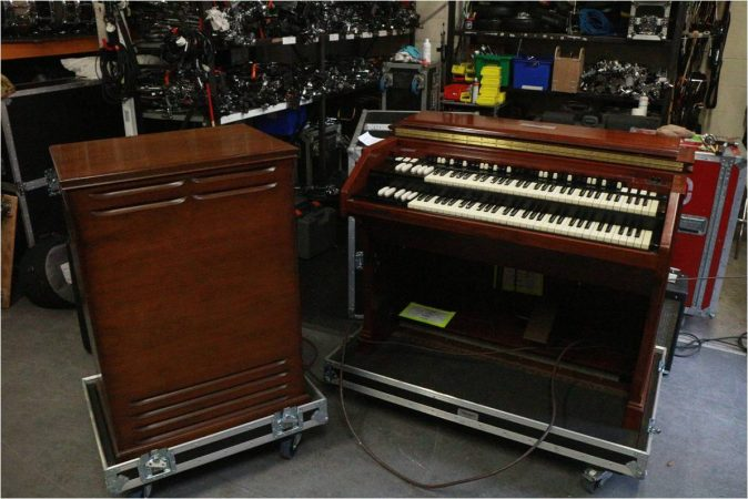 Hammond C3 Organ w/Bass Pedals-slide-1