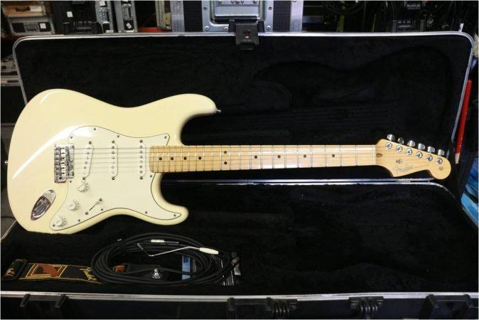 Fender USA Stratocaster-slide-1