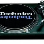 2x Technics 1210 Turntables And the Pioneer DJM 300 Mixer