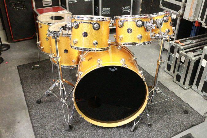 DW Collectors Drum Kit – Gold Sparkle-slide-1