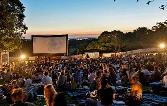 Large Screen Hire – Outdoor Cinema-slide-1